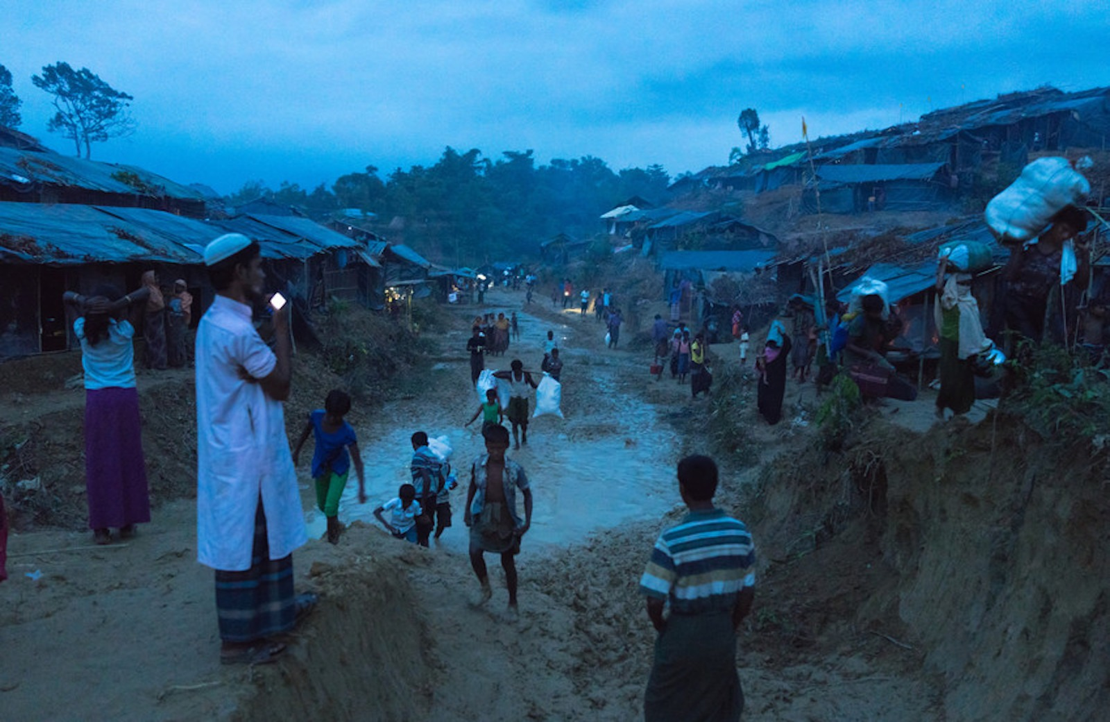 Bangladesh: Flooding and lethal mudslides leave thousands at risk in